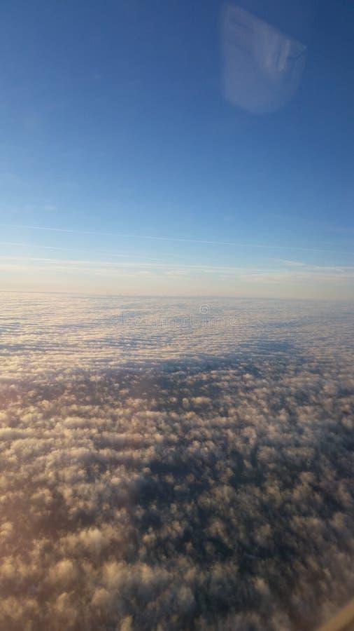 Ovanför himlarna royaltyfria bilder