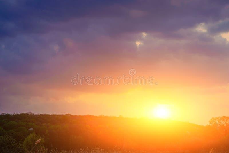 ovanför lantlig fyrkantig solnedgång för härlig sammansättningslane Fyrkantig sammansättning arkivbilder
