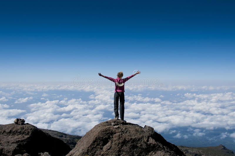 Ovanför molnen på Kilimanjaro royaltyfri foto