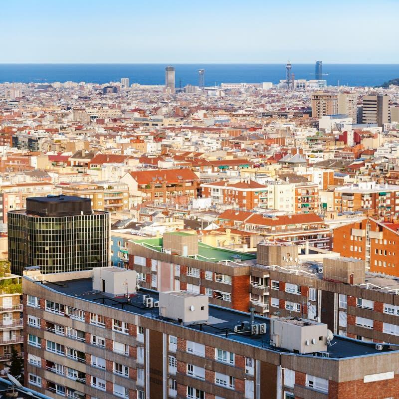 Ovanför sikt av bostads- byggnader i Barcelona arkivbild