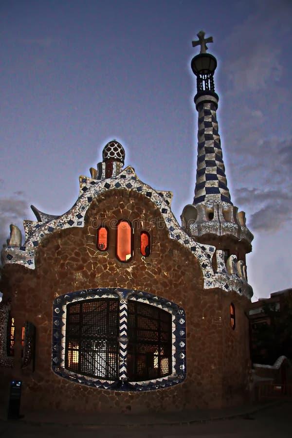Ovanligt sagolikt hus i barcelona royaltyfri foto