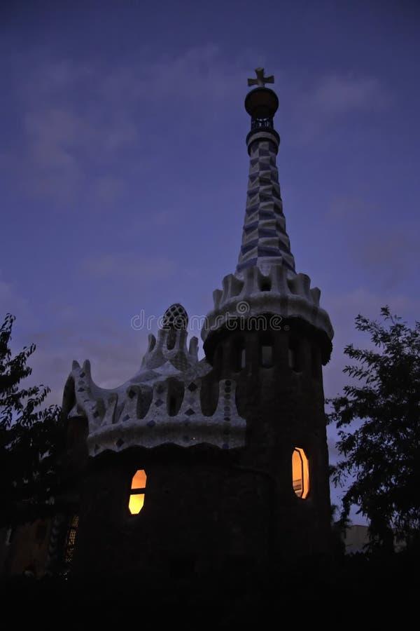Ovanligt sagolikt hus i barcelona arkivfoto