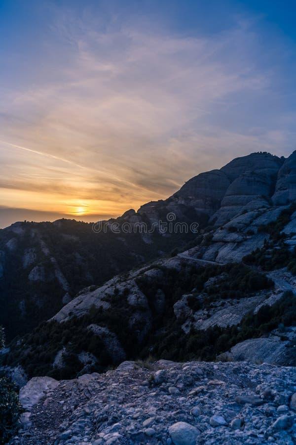 Ovanpå Montserratbergen arkivfoton