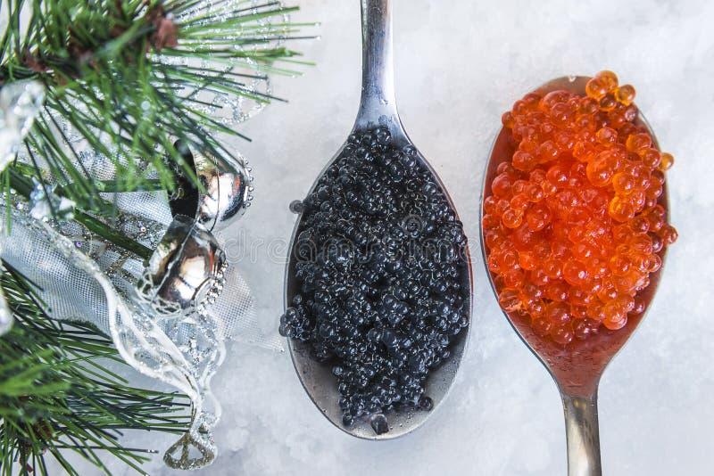 Ovas pretas do caviar e dos salmões fotografia de stock