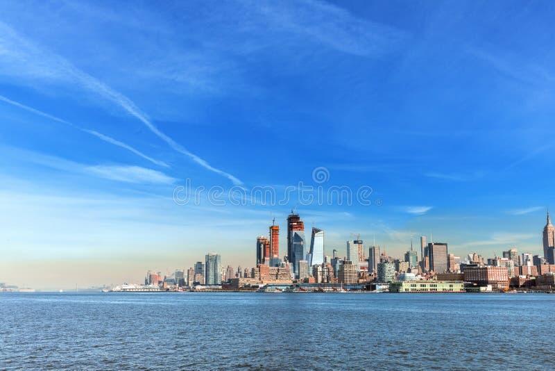 Ove de la opinión del panorama del horizonte de la puesta del sol de New York City Midtown Manhattan fotografía de archivo libre de regalías