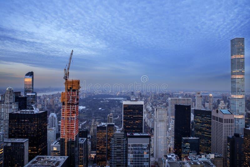 Ove de la opinión del panorama del horizonte de la puesta del sol de New York City Midtown Manhattan imagen de archivo