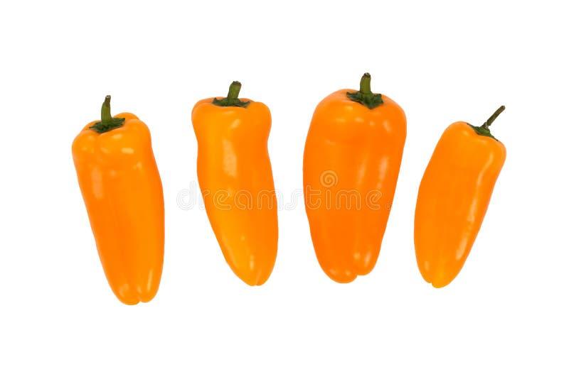 Ovely quattro mini peperoni gialli sul fondo bianco dell'isolato alimento fresco di vegetable fotografia stock