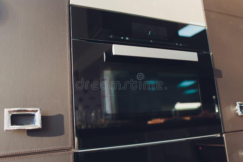 Oven Isolated à mur unique Ménage et appareils ménagers intégrés de cuisine Front View d'élément d'acier inoxydable photo libre de droits