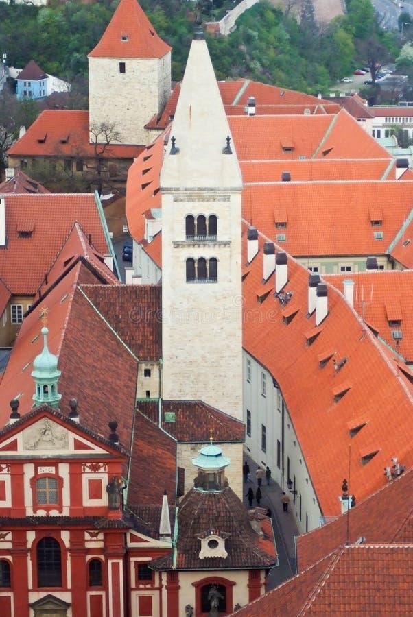 Over de daken van Praag stock foto's