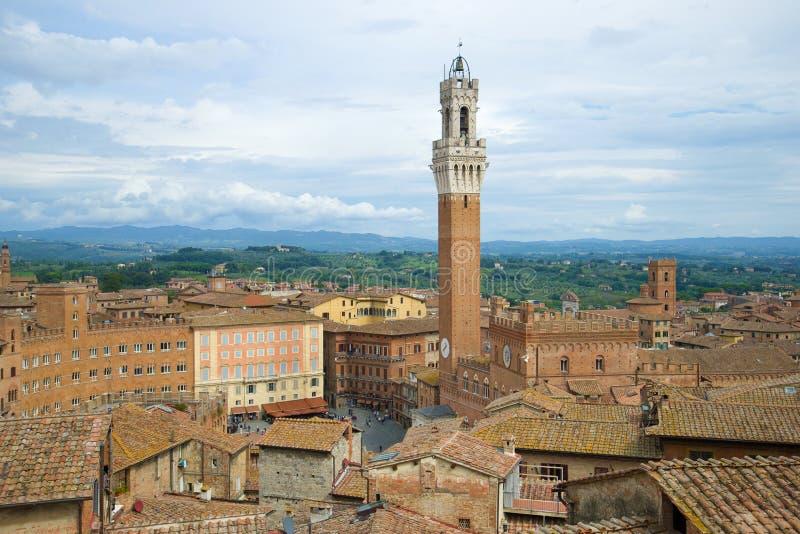 Over de daken van Siena Italië stock afbeelding
