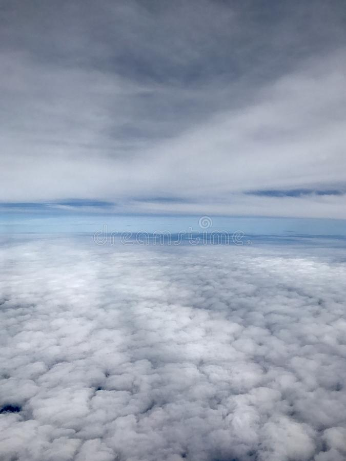 Over de wolken royalty-vrije stock afbeelding