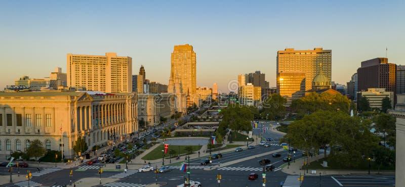 Over Logan Square in Philadelphia, kijkend naar Down Vine Street stock afbeeldingen