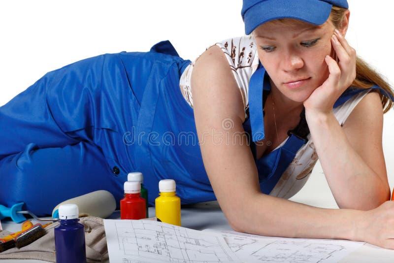 overallgravid kvinnaworking royaltyfria bilder