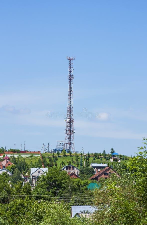 Overbrengend toren voor het vestigen van cellulaire mededeling in de regeling stock afbeeldingen