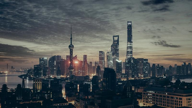 Горизонт зданий overcast города стоковые изображения