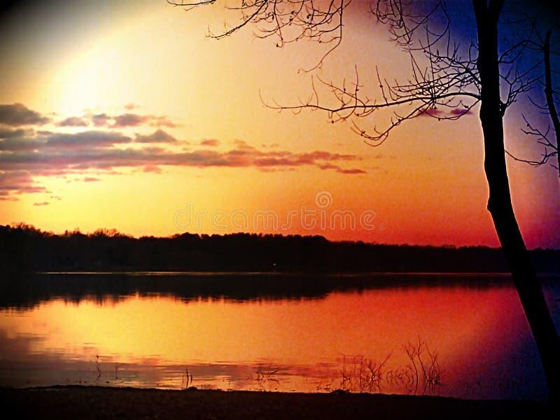 Overcup de lac au crépuscule images libres de droits