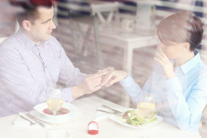 Overeenkomst in een restaurant stock afbeeldingen