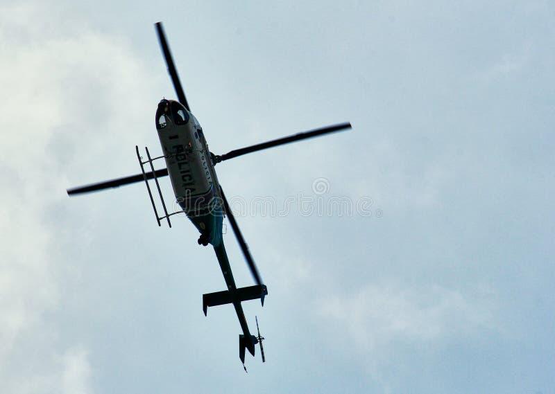 Overflight do helicóptero em Bogotá foto de stock