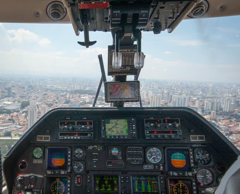 Overflight no aeroporto dos congonhas do helicóptero de São Paulo Brazil foto de stock royalty free