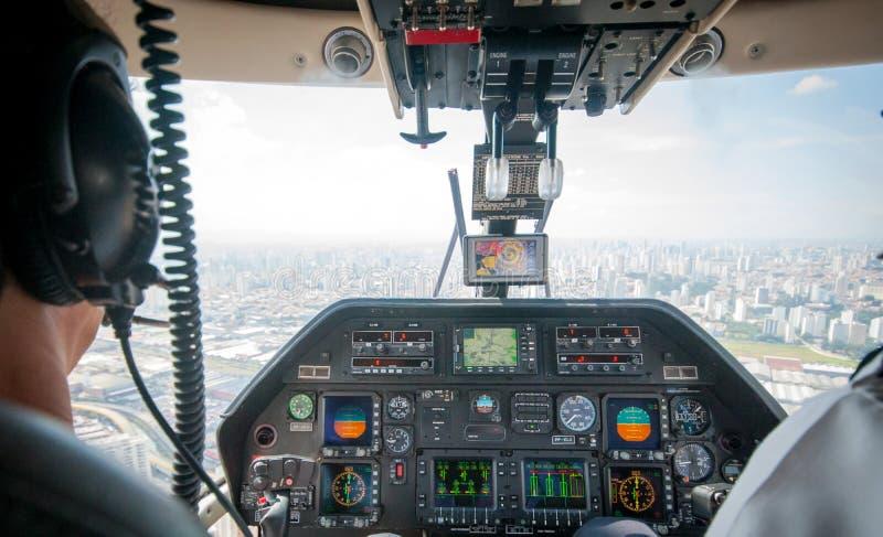 Overflight no aeroporto dos congonhas do helicóptero de São Paulo Brazil fotos de stock
