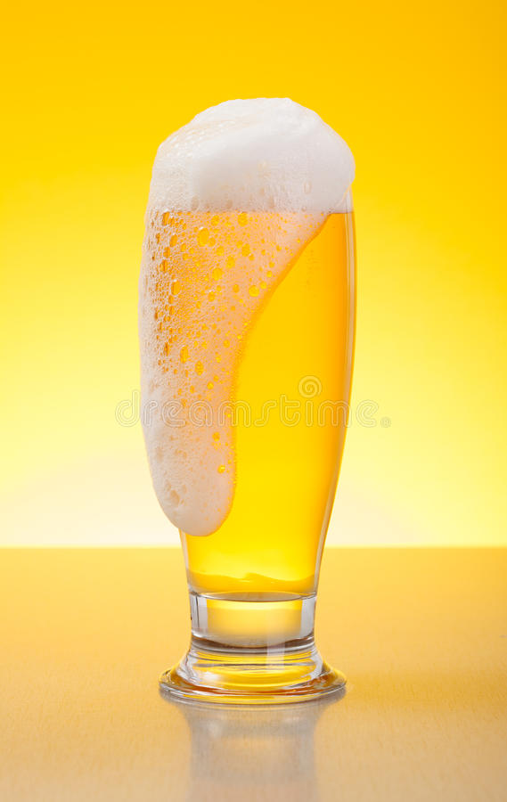 Download Overflowing Pale Lager Beer Stock Image - Image: 33983045