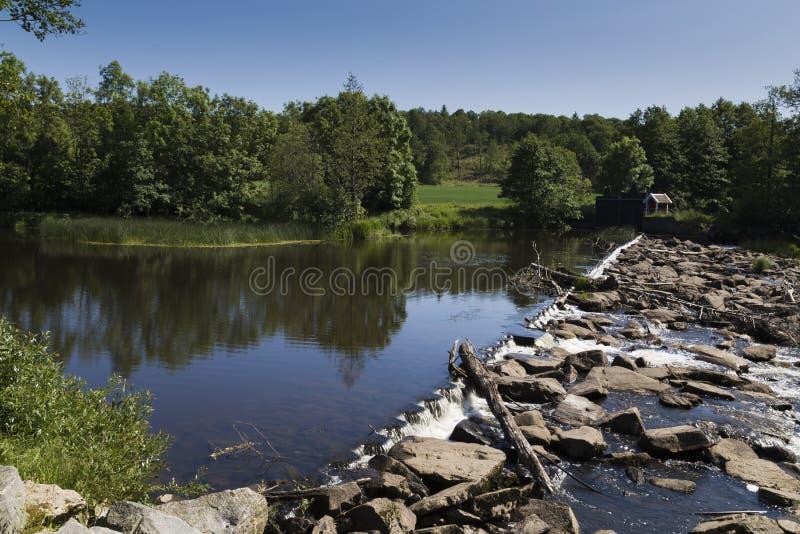 Overgang op de rivier Viskan, Zweden stock foto