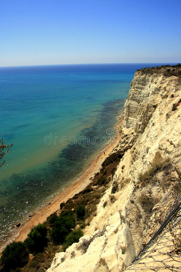 Free Overhanging Clay Rock On Turquoise Sea Stock Photography - 11616392
