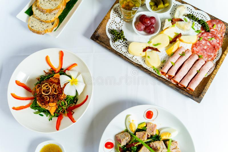 Overhead of cheese platter with crispy toasts royalty free stock photos