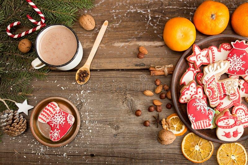 Overheadkosten van de vakantieachtergrond van het Kerstmisnieuwjaar met gingerbre stock afbeeldingen