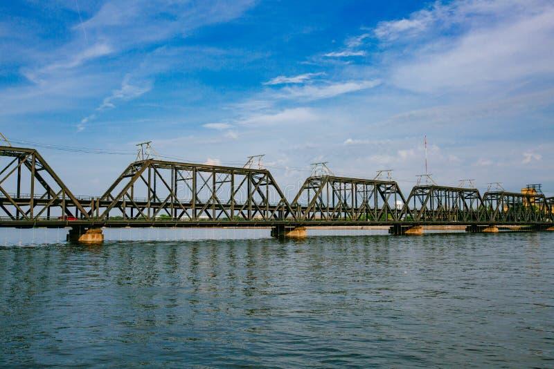 Overheidsbrug over de Rivier van de Mississippi in Davenport, Iowa, de V.S. stock foto