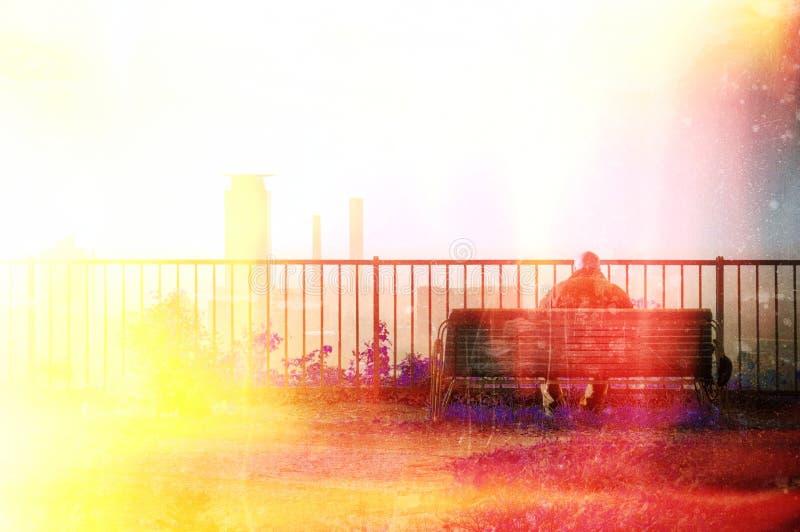Overklig ensam hög man på bänk Brand och flammor effekt och kopieringsutrymme stock illustrationer