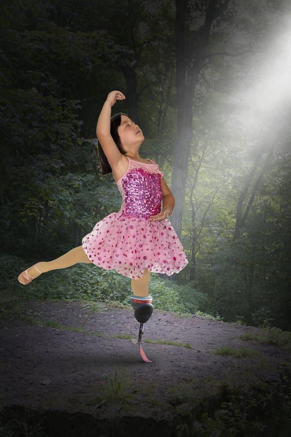 Overklig flicka, dansare, hopp, fred, förälskelse, amputerad royaltyfri foto