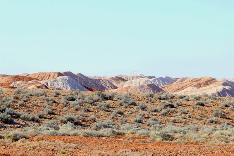 Overkligt landskap runt om opalet som bryter byn Andamooka, södra Australien arkivbilder