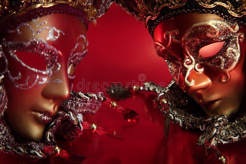 Overladen Carnaval maskers stock afbeeldingen