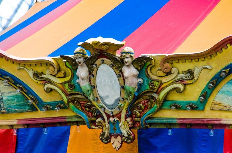 Overladen Carrousel bij de Marinepijler stock afbeelding
