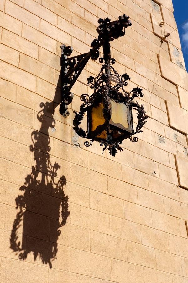Overladen Straatlantaarn in Palermo, Sicilië stock fotografie
