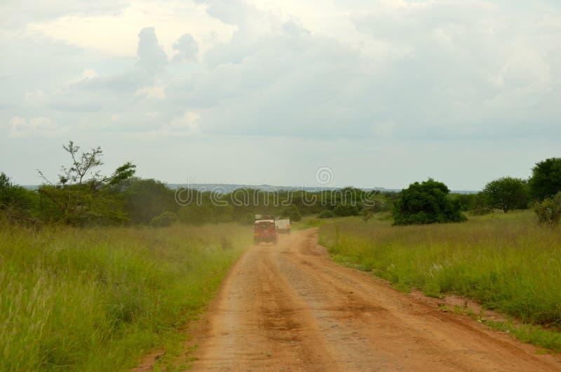 Overlanding sur le Serengeti photos libres de droits