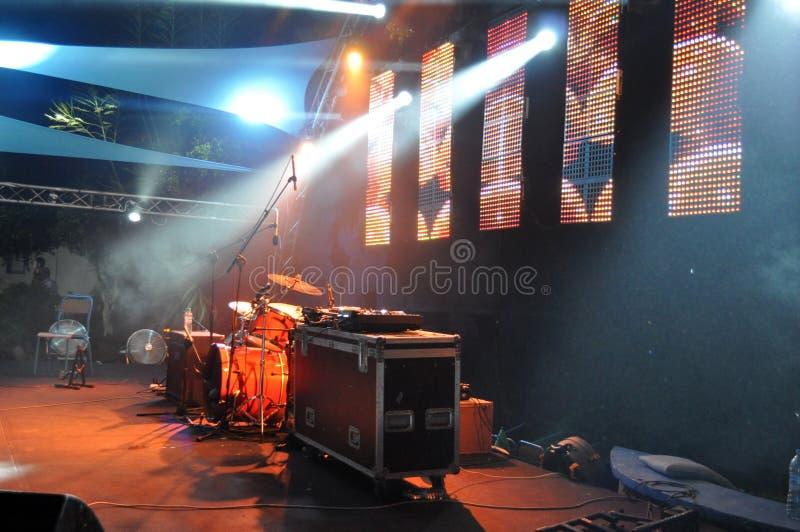 Overleg - muziekfestival - Beeld stock afbeelding