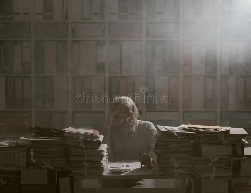 Overloaded senior office worker royalty free stock photos
