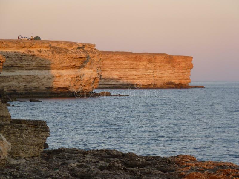 Overnight on a rock near the sea Ночлег на скале возле моря royalty free stock image