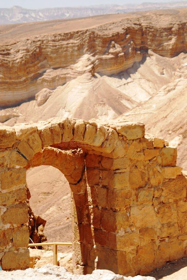 Overspannen ingang in Masada stock foto