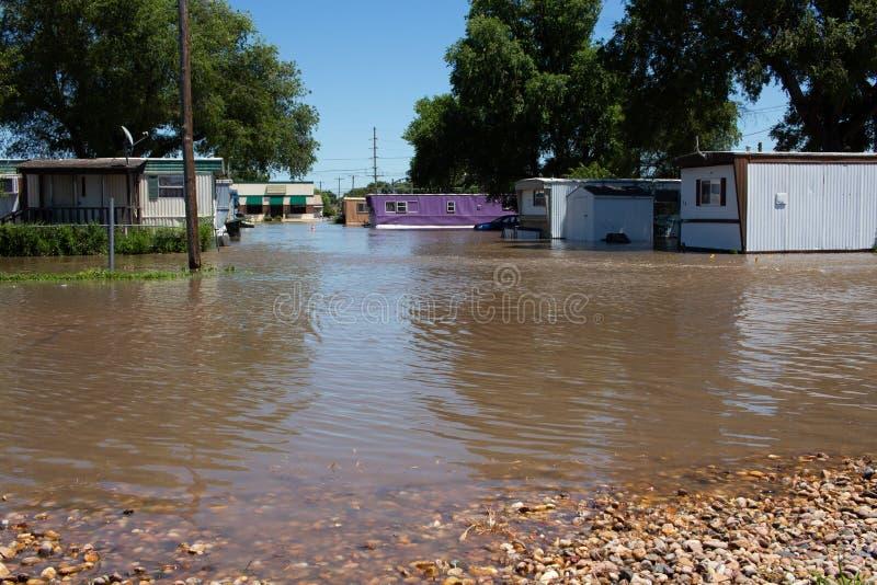 Overstromend bij een Aanhangwagenhof in Kearney, Nebraska na Heavy Rain stock afbeelding