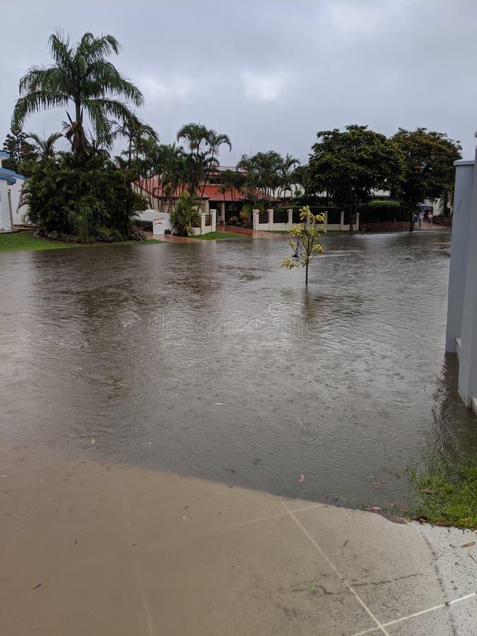 Overstromend water op straat royalty-vrije stock fotografie