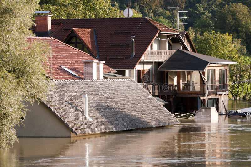 Overstromende wateren stock afbeeldingen