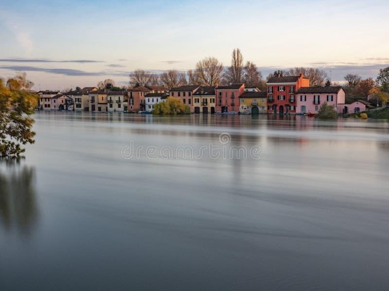 Overstroming van de Ticino-rivier in Pavia, Italië stock fotografie