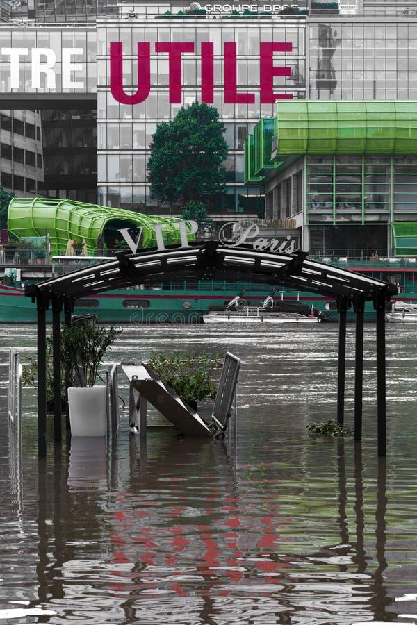 Overstroming van de Zegen, effect van het globale verwarmen stock afbeeldingen