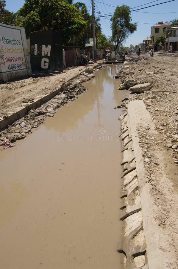 Overstroomd Afvoerkanaal stock foto's