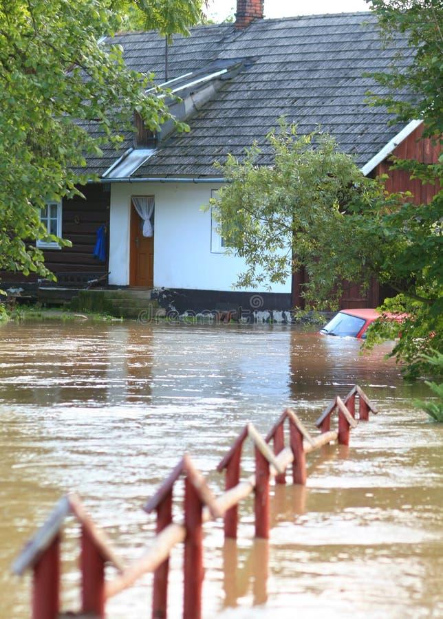 Overstroomd huis stock foto