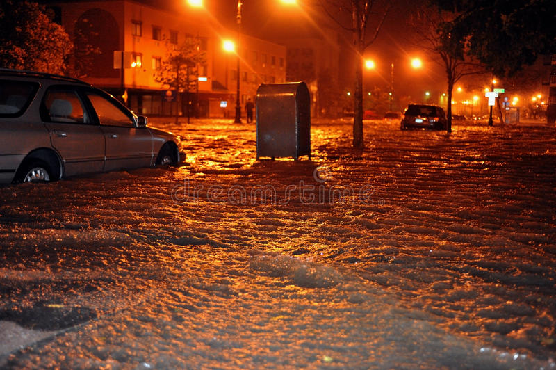 Overstroomde auto's, die door Zandige Orkaan worden veroorzaakt stock afbeeldingen