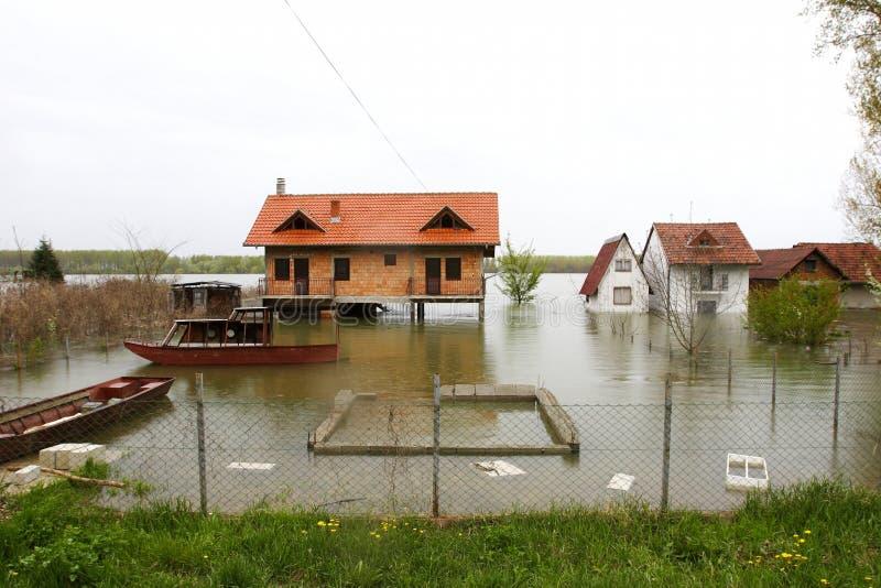 Overstroomde huizen stock foto's